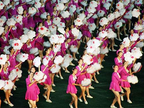 Các cô gái Triều Tiên trong một điệu múa lễ hội ở Bình Nhưỡng Ảnh: DONPARRISH.COM