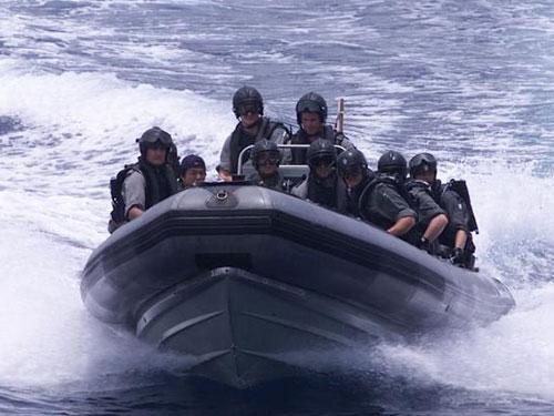 Hoạt động tuần tra chống cướp biển ở eo biển Malacca Ảnh: ZAOBAO