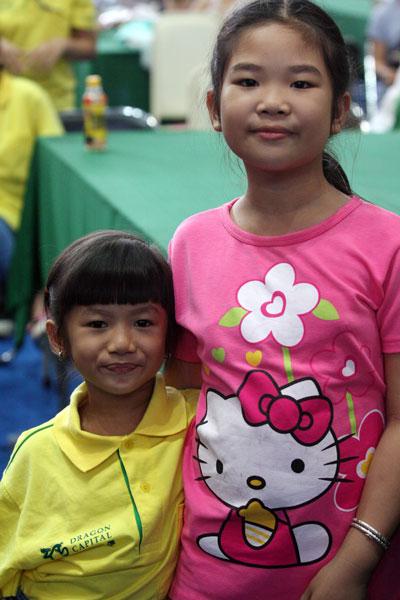 Hai cô con gái Yến Linh - Hiếu Anh của vợ chồng cựu tuyển thủ xe đạp Mai Công Hiếu - Vũ Hồng Thủy và Tống Thái Kỳ Ân, con gái của nữ đại kiện tướng Thanh An