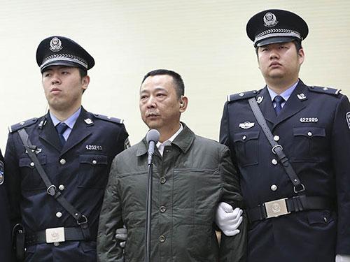 Lưu Hán (giữa) tại phiên tòa ngày 31-3 Ảnh: Tân Hoa Xã
