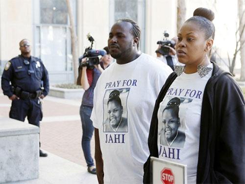 Bà Nailah Winkfield (phải), mẹ của Jahi McMath, cùng chồng Martin Winkfield kêu gọi ủng hộ con mìnhẢnh: Reuters