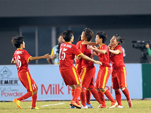 Được tăng lương thêm 5 triệu đồng/người/tháng là nguồn động viên lớn với các nữ tuyển thủ bóng đá   Ảnh: Quang Liêm