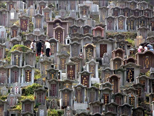 Tình trạng khan hiếm đất chôn cất khiến nhiều người dân Hồng Kông chọn giải pháp hỏa thiêu sau khi qua đời Ảnh: GUANCHA.CN