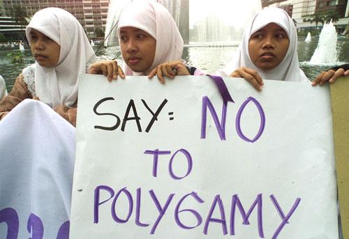 Phụ nữ Indonesia phản đối hôn nhân đa thê Ảnh: REUTERS