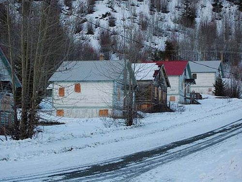 """Thị trấn """"ma"""" Bradian đang được rao bán  Ảnh: globalnews.ca"""