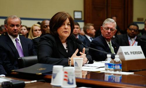 Giám đốc Sở Mật vụ Mỹ Julia Pierson bị chỉ trích gay gắt trong cuộc điều trần hôm 30-9 Ảnh: REUTERS