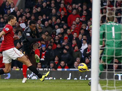Với phong độ tốt, Sturridge (phải) được Liverpool kỳ vọng phá lưới M.U Ảnh: REUTERS