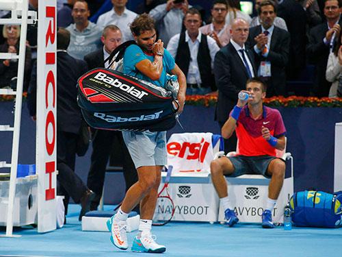 Nadal sau khi thua sốc tay vợt 17 tuổi Coric ở tứ kết Giải Basel mở rộng Ảnh: REUTERS