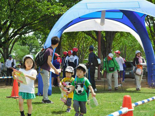 Trẻ em chơi đùa ở Công viên Koganei tại Tokyo Ảnh: ASAHI