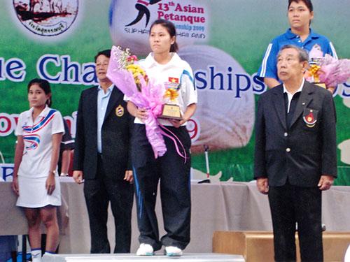 Thúy Diễm trên bục nhận HCB châu Á năm 2009 Ảnh: ĐÔNG LINH