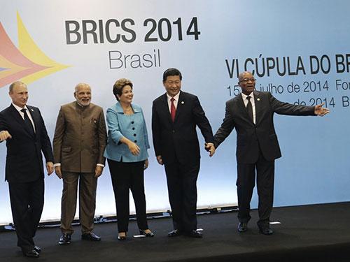 Các nhà lãnh đạo 5 nước thành viên BRICS tại Hội nghị Thượng đỉnh thường niên diễn ra ở Brazil từ ngày 15 đến 17-7Ảnh: Reuters