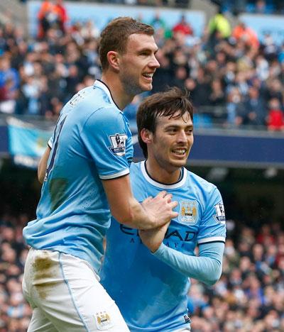Man City dễ dàng đè bẹp Southampton 4-1 để thu ngắn cách biệt với Liverpool Ảnh: Reuters