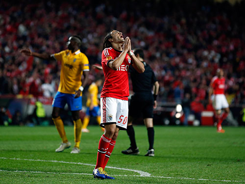 Markovic tiếc nuối sau khi bỏ lỡ cơ hội gia tăng cách biệt cho Benfica Ảnh: REUTERS