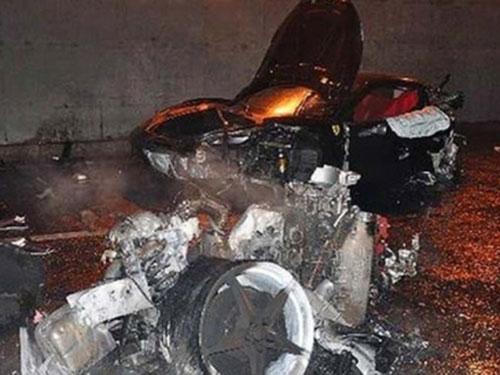 Hiện trường vụ tai nạn siêu xe do con trai ông Lệnh Kế Hoạch gây ra tối 19-3-2012 Ảnh: SCMP