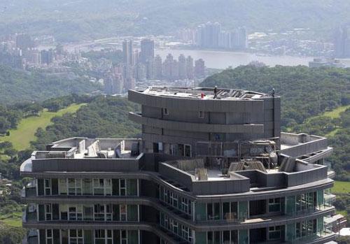 Dự án căn hộ của Công ty BĐS Vantone (Trung Quốc) đang thi công tại Đài Bắc Ảnh: REUTERS