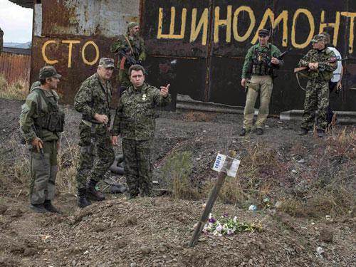 Phe ly khai ở Donetsk, Đông Ukraine tuyên bố đã phát hiện hơn 40 bộ hài cốt thường dân trong các ngôi mộ tập thể tại Donbass Ảnh: REUTERS