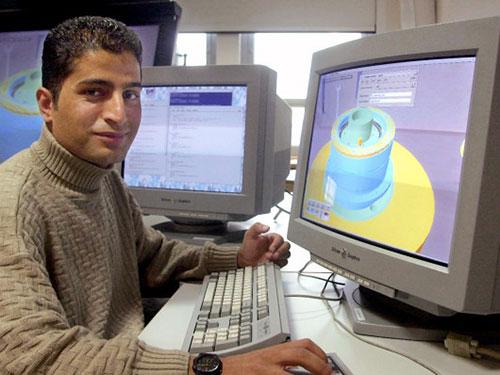Một kỹ sư người Jordan làm việc ở Đức Ảnh: DPA
