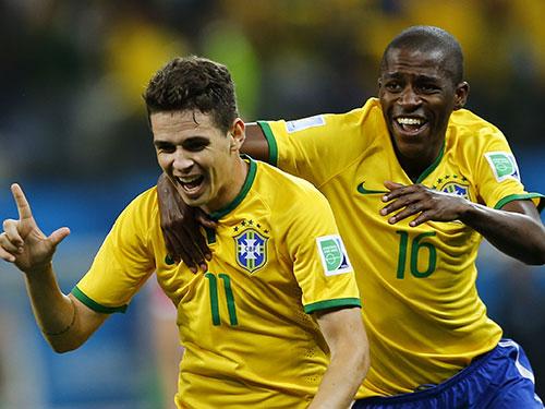 Ở tuổi 22, Oscar đã sẵn sàng đảm nhận vị trí người kiến tạo cho tuyển Brazil   Ảnh: REUTERS