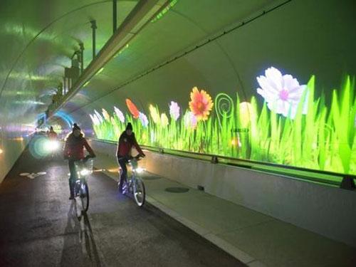 Đường hầm dành cho người đi xe đạp và đi bộ tại Pháp Ảnh: Reuters