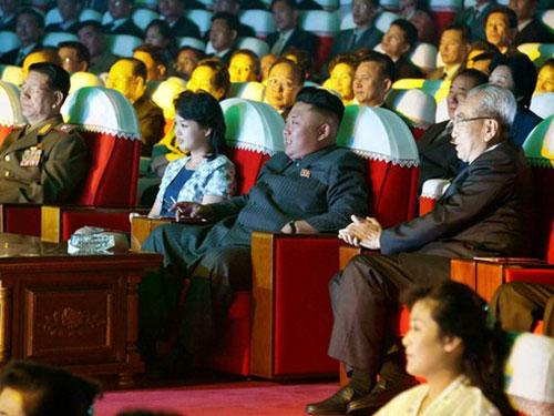 Nhà lãnh đạo Kim Jong-un dự một buổi biểu diễn trong tháng 9 Ảnh: KCNA