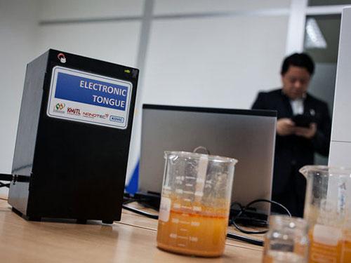 Robot đánh giá món ăn Thái Lan Ảnh: THE NEW YORK TIMES