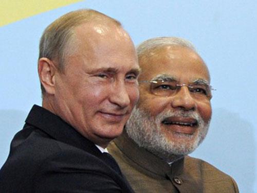 Tổng thống Nga Vladimir Putin (trái) và Thủ tướng Ấn Độ Narendra Modi  Ảnh:  ITAR-TASS