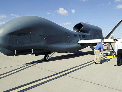 Máy bay không người lái Global Hawk Ảnh: Yomiuri Shimbun
