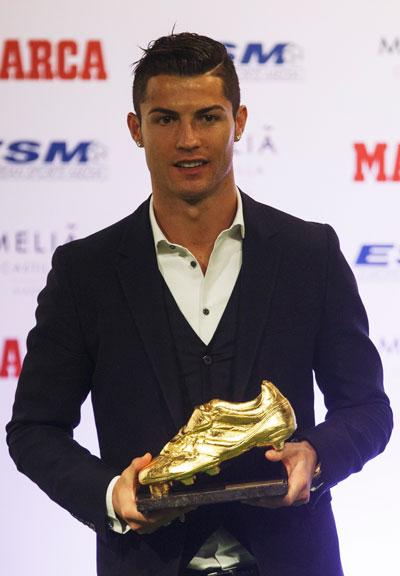 Việc giành danh hiệu Chiếc giày vàng châu Âu giúp C. Ronaldo có nhiều lợi thế trong cuộc đua Quả bóng vàng 2014 Ảnh: REUTERS