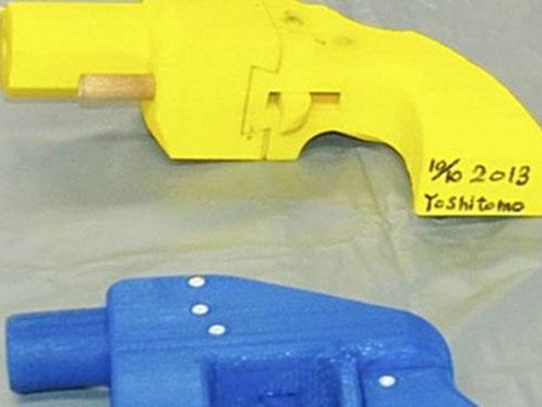 Hai khẩu súng được chế tạo từ máy in 3D bị cảnh sát tỉnh Kanagawa - Nhật Bản tịch thu  Ảnh: The Japan News