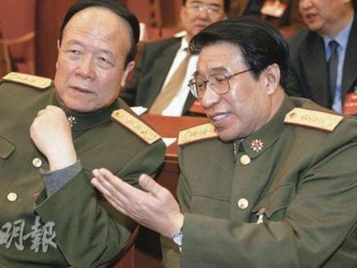 Cựu Phó Chủ tịch Quân ủy trung ương Trung Quốc Quách Bá Hùng (trái) và người đồng cấp Từ Tài Hậu                          Ảnh: MINH BÁO