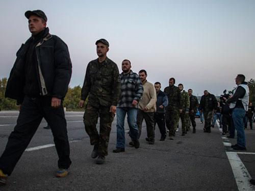 Lực lượng an ninh Ukraine bị cáo buộc sử dụng bom chùm ở Donetsk Ảnh: ITAR-TASS