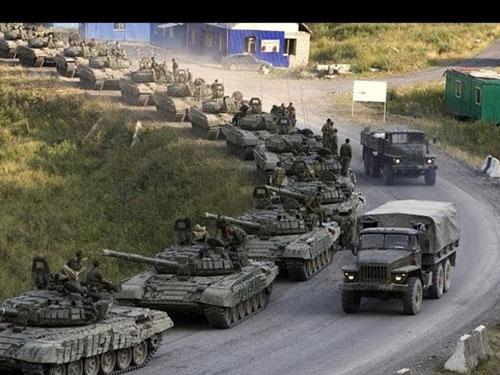 NATO cáo buộc đoàn xe tăng Nga vượt qua biên giới Ukraine Ảnh: OBOZREVATEL