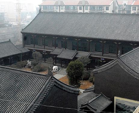 Tòa nhà tráng lệ của Gu ở quê nhà Bộc Dương. Ảnh: Asahi