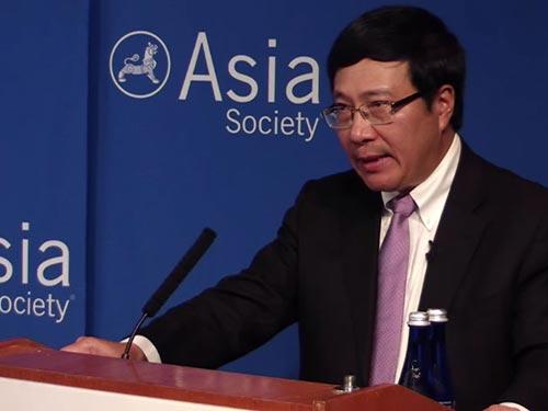 Phó Thủ tướng, Bộ trưởng Bộ Ngoại giao Phạm Bình Minh phát biểu tại Trung tâm Asia Society Ảnh: asiasociety.org