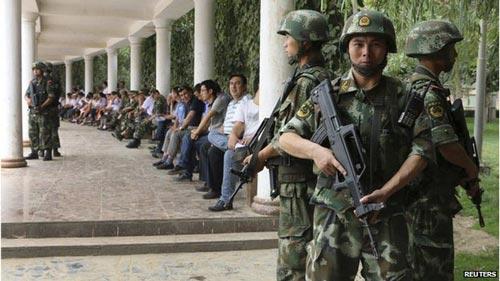 An ninh được tăng cường tại Tân Cương sau một loạt vụ tấn công đẫm máu thời gian qua. Ảnh: REUTERS