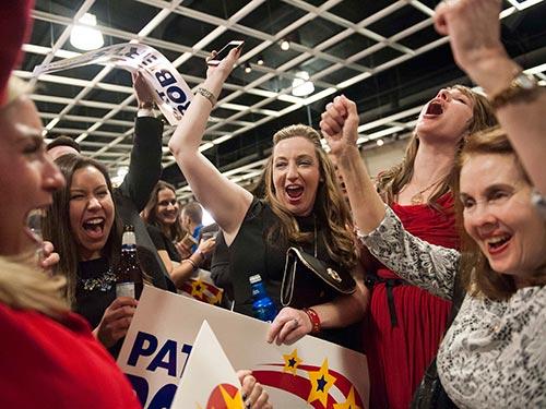 Các cử tri vui mừng trước chiến thắng của Đảng Cộng hòa Ảnh: REUTERS