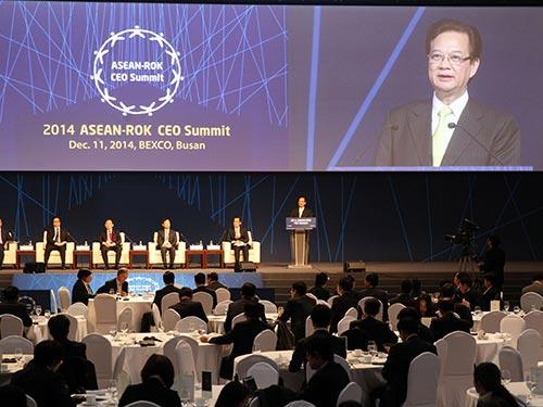 Thủ tướng Nguyễn Tấn Dũng phát biểu tại Hội nghị Thượng đỉnh doanh nghiệp ASEAN - Hàn Quốc  Ảnh: TTXVN