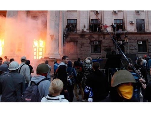 Chính quyền Kiev cho rằng Nga đứng đằng sau vụ bạo động ở Odessa hôm 2-5 Ảnh: REUTERS