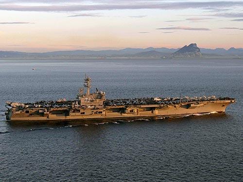 Mỹ điều động tàu sân bay USS George H. W. Bush đến vùng Vịnh Ảnh: Reuters