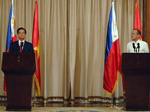 Thủ tướng Nguyễn Tấn Dũng và Tổng thống B. S. Aquino tại buổi họp báo ở Manila ngày 21-5 Ảnh: NHẬT BẮC