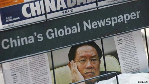Báo chí Trung Quốc đồng loạt đưa tin vụ điều tra Chu Vĩnh Khang Ảnh: REUTERS
