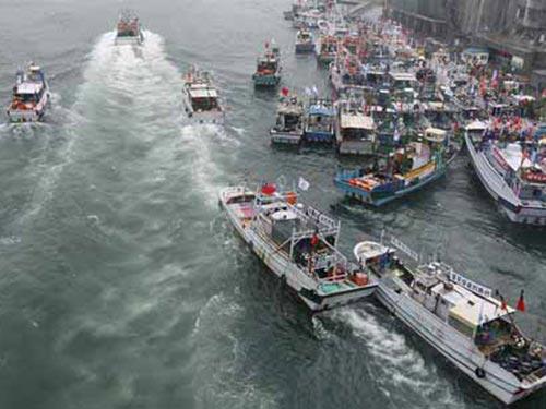 Tháng 4-2013, Nhật Bản ký thỏa thuận cho phép Đài Loan đánh cá gần Senkaku/Điếu Ngư  Ảnh: REUTERS
