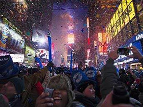 Đón chào một năm 2014 nhiều kỳ vọng và thách thức trên Quảng trường Thời đại ở New York - Mỹ. Ảnh: AP