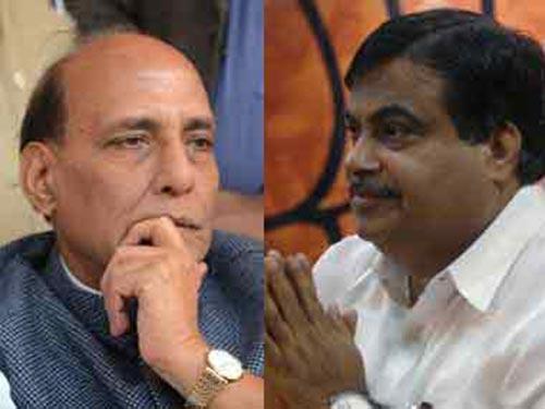 Bộ trưởng Nội vụ Ấn Độ Rajnath Singh (trái) và Bộ trưởng Giao thông Nitin Gadkari (phải) Ảnh: F.POLITICS
