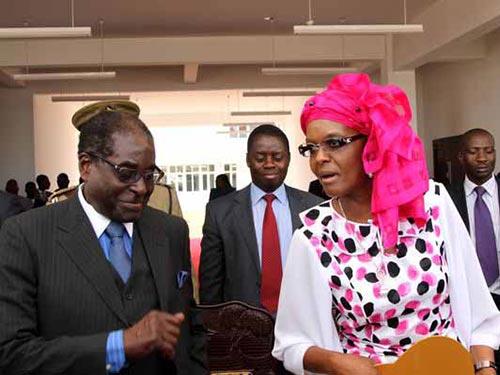 Vợ chồng Tổng thống Zimbabwe Robert Mugabe  Ảnh: SUNDAY TIMES