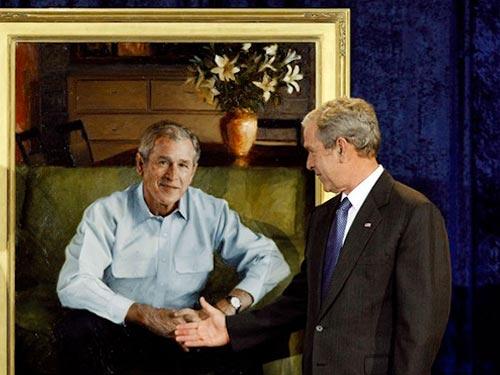 Cựu tổng thống George W. Bush và bức chân dung tự họa Ảnh: ART INFO