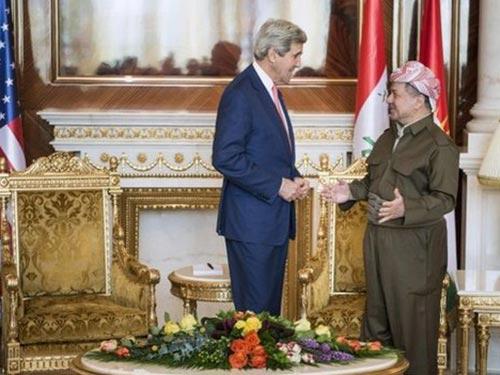 Ngoại trưởng Mỹ John Kerry gặp gỡ thủ lĩnh người Kurd Massoud Barzani ở Irbil hôm 24-6 Ảnh: REUTERS