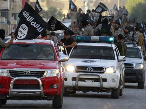 Chiến binh ISIL diễu binh ăn mừng thành lập nhà nước Hồi giáo tại thành phố Raqqa- Syria Ảnh: REUTERS