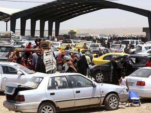 Người dân chạy khỏi Mosul ngày 10-6 Ảnh: BBC