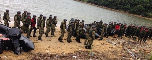 Các thành viên một lực lượng đặc biệt của Nhật được thành lập để bảo vệ đảo xa Ảnh: THE WALL STREET JOURNAL